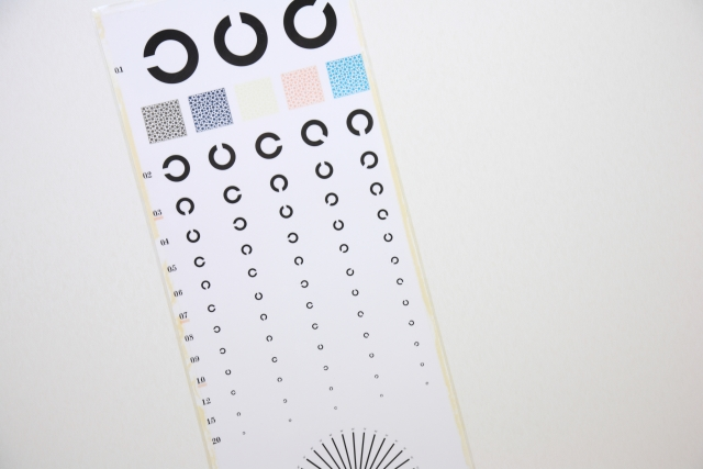 検査時の注意点は?視力矯正器具を使っている場合の対応
