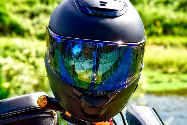 ヘルメットは?フルフェイスが安全性が高い