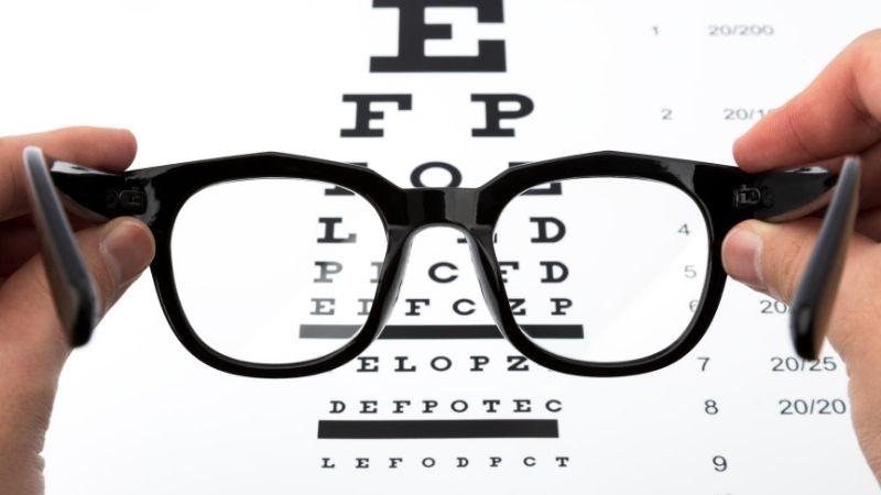 2つ目の条件は視力はどれくらい見えたらいいの?運転と視力の重要性